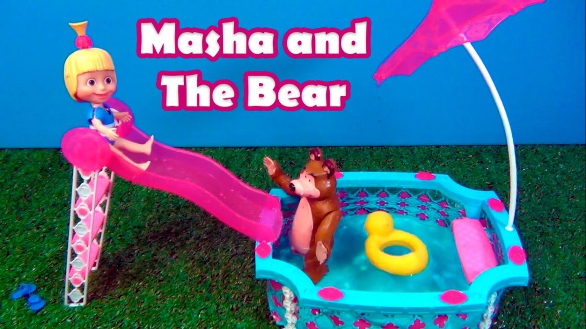 Masha and The Bear in the swimming pool  Masha e o urso na piscina